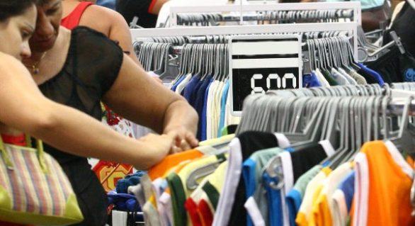 Confiança do consumidor fecha 2016 com queda de 5,8 pontos
