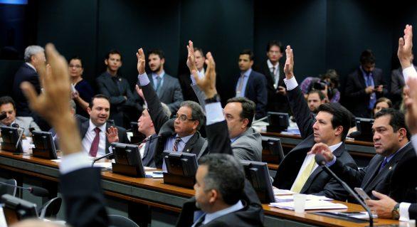 PEC do teto de gastos é aprovada em 2º turno no Senado