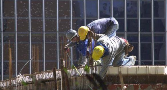Atividade e emprego na indústria da construção continuam em queda, diz CNI