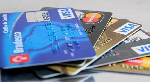 Mesmo com queda, juros do rotativo do cartão de crédito ficam em 481,5% ao ano