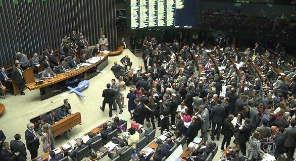 Três deputados de AL votaram a favor da reforma trabalhista; maioria votou contra