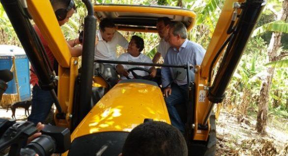 Estado lança Programa de Sementes para o plano-safra 2017 em assentamento rural