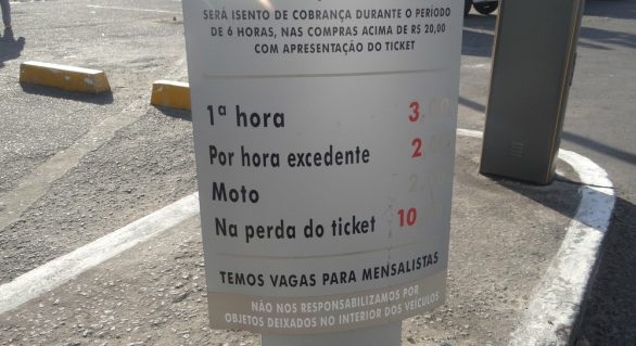 Lei que isenta da taxa de estacionamento em Maceió é promulgada e passa a valer