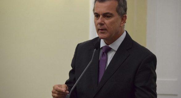 Renan Filho mantém Ronaldo Medeiros na liderança do governo