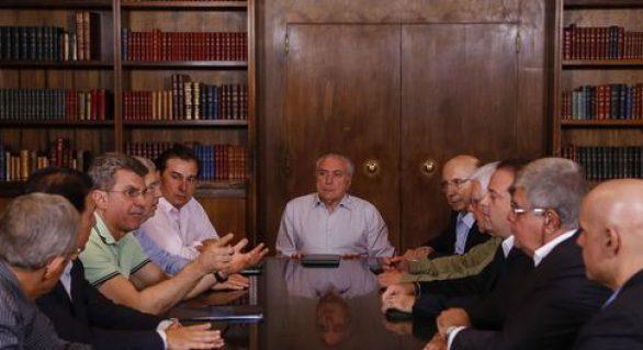 Deputados se reúnem com Temer e dizem que delações não afetam votação de reformas