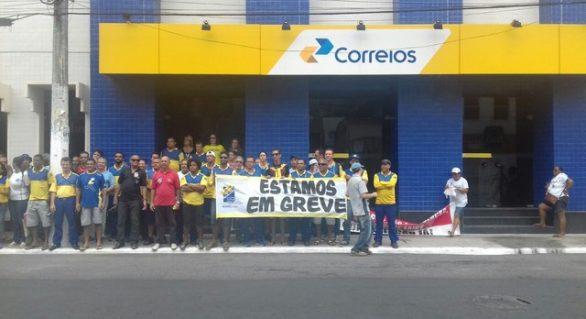 Trabalhadores dos Correios em AL entram em greve por tempo indeterminado
