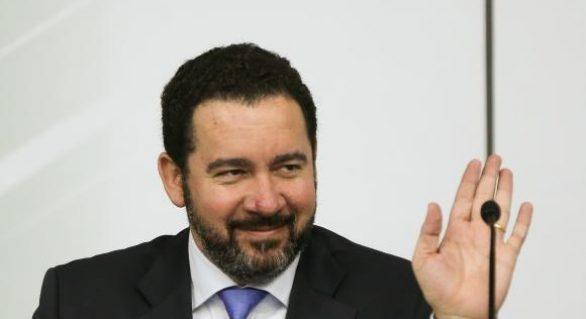 Governo quer aprovar reformas previdenciária e trabalhista, diz ministro Dyogo