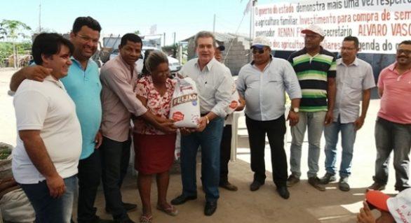 Assentamentos em Campo Alegre recebem sementes do governo