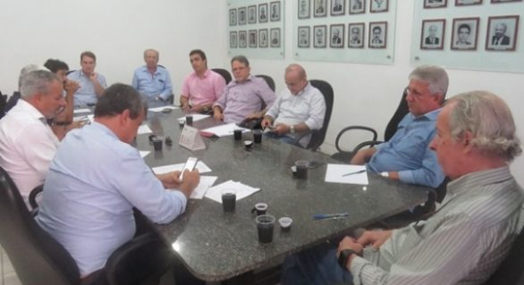 Órgãos estaduais cedem equipamentos aos municípios atingidos pela chuva