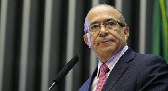 """""""Brasil não pode parar"""", dizem Padilha e Moreira Franco em redes sociais"""