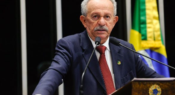Em meio ao fogo em Brasília, Benedito de Lira anuncia apoio a Michel Temer