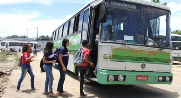 Educação dá autonomia para escolas contratarem profissionais que realizam transporte de alunos