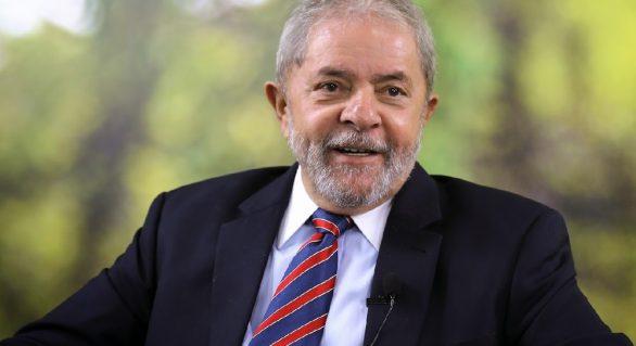 Defesa de Lula pede suspensão de processo sobre triplex ao TRF4