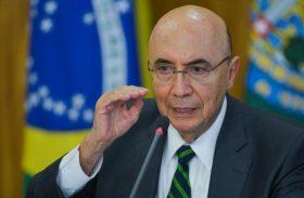 Crise pode atrasar reforma da Previdência, diz Meirelles a investidores