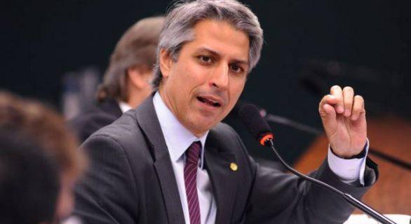 Deputado protocola pedido de impeachment contra Temer
