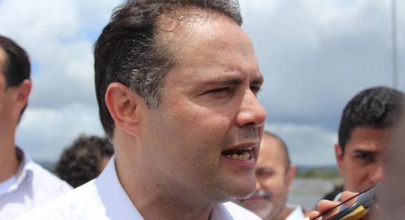 """""""O momento exige muita calma"""", diz Renan Filho sobre crise no país"""