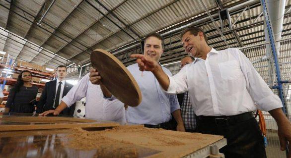 Com investimentos de R$ 3,8 milhões, governador inaugura ampliação de fábrica de móveis