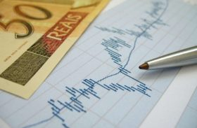 Arrecadação recua 0,9%, para R$ 97,6 bilhões, e tem o pior maio em 7 anos