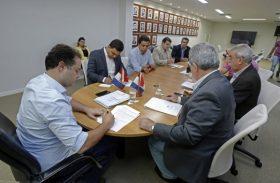 Governador assina ordem de serviço para construir Feira de Gado de Dois Riachos