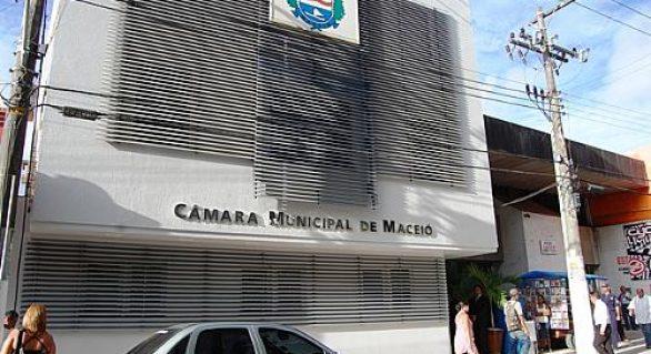 Justiça suspende aumento de salário dos vereadores de Maceió