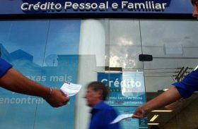Procura por crédito sobe 7,2% em maio, diz Serasa