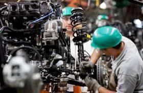 Produção industrial cresce e emprego cai em maio, diz CNI