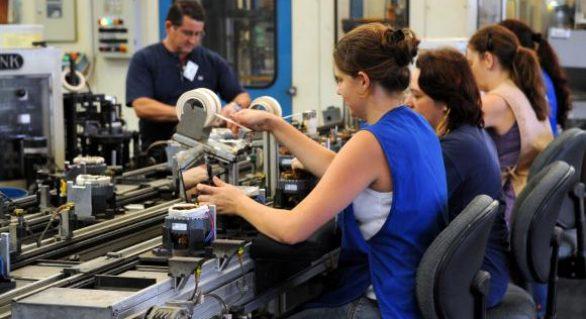 Pequenas indústrias são as mais afetadas pela crise, diz pesquisa da CNI