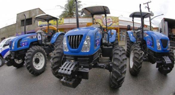 Governo entrega patrulhas agrícolas, veículos e equipamentos em Messias
