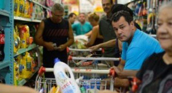 Brasileiro está menos confiante em relação à inflação, emprego, renda e consumo