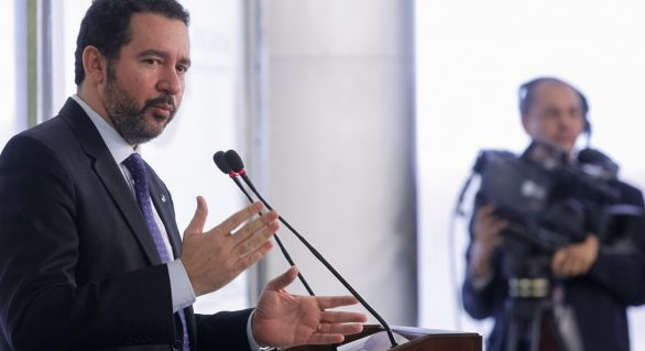 BNDES oferecerá R$ 15 bilhões em crédito para pequenas empresas, diz ministro