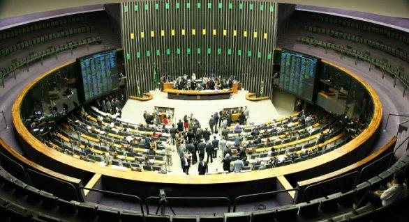Plenário deve analisar denúncia contra Temer no dia 2