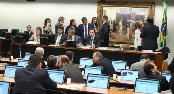 Padilha admite que votação da denúncia no plenário pode ficar para agosto