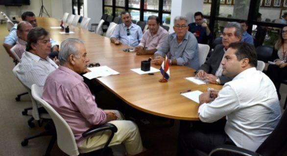 Governador trata de desoneração do melaço durante encontro com entidades