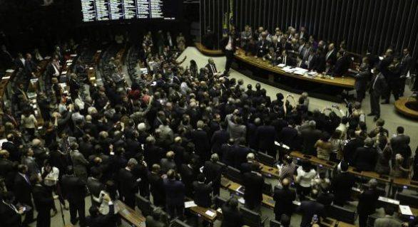 Câmara reinicia sessões dia 1º e pode votar denúncia contra Temer
