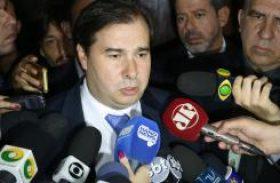 Maia diz que votar impeachment de Temer traria instabilidade política