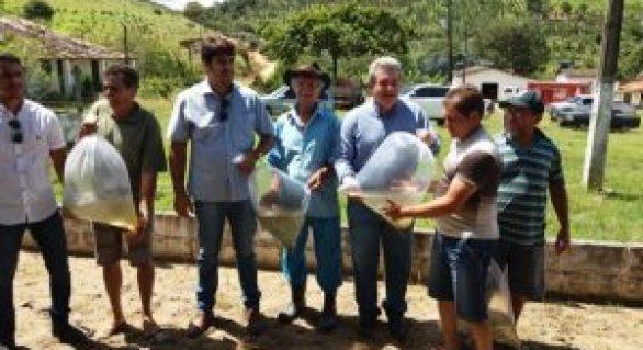 Alevinos beneficiam assentamentos da reforma agrária em Branquinha