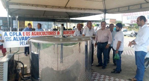 Tanque de resfriamento de leite beneficia produtores assentados em Cajueiro
