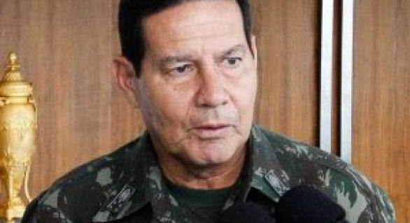 """General faz ameaça e não descarta """"intervenção militar"""" no Brasil"""