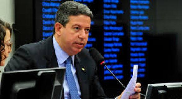 """O troco na guerra do """"distritão"""": Adeilson mobiliza partidos contra Arthur Lira"""