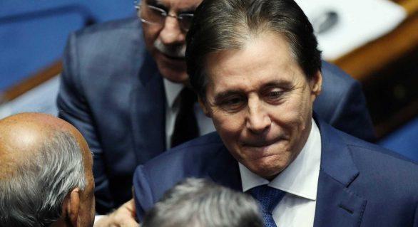 Senado pode rever decisão se STF mantiver Aécio afastado, diz Eunício