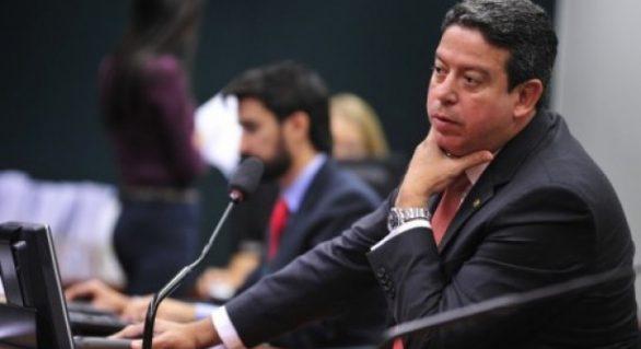 """Arthur Lira pede que Rui não caia na """"jogada"""" de Téo Vilela"""
