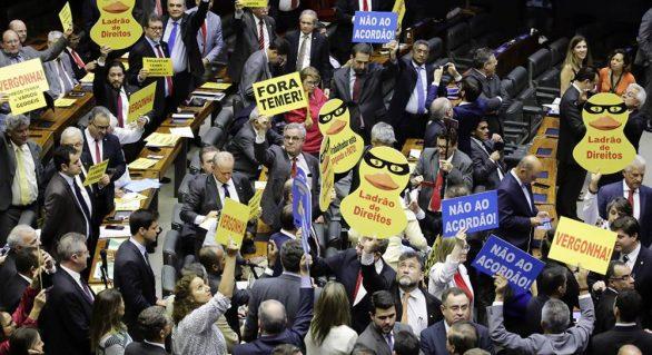 Deputados de AL mudam posição e votam contra Temer