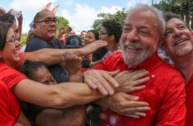 Lula pode concorrer em 2018 mesmo se condenado, diz parecer
