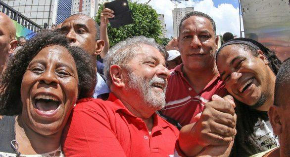 Para intelectuais, exclusão de Lula em 2018 comprometeria eleição