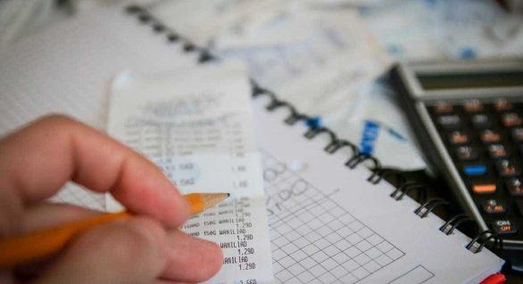 Número de consumidores inadimplentes cai 0,89% em setembro