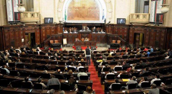Assembleias gastam até R$ 4 milhões por lei aprovada