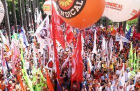 Centrais encerram ato e prometem greve se Previdência for votada