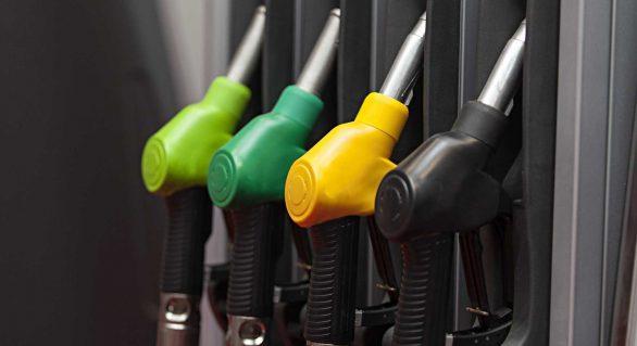 Gasolina fecha em alta e preço médio chega a R$ 4 por litro, diz ANP