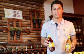 Cooperativa recebe unidade de beneficiamento de mel e placa solar