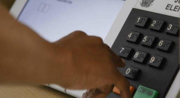 Urna eletrônica é hackeada em teste público de segurança do TSE
